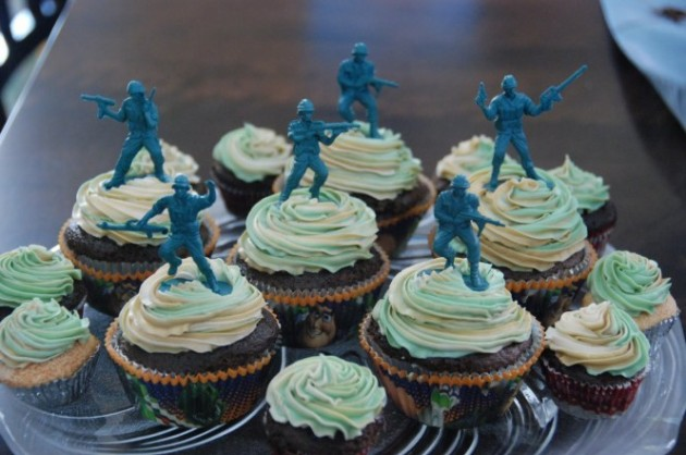 Toy-Soldier-Cupcakes