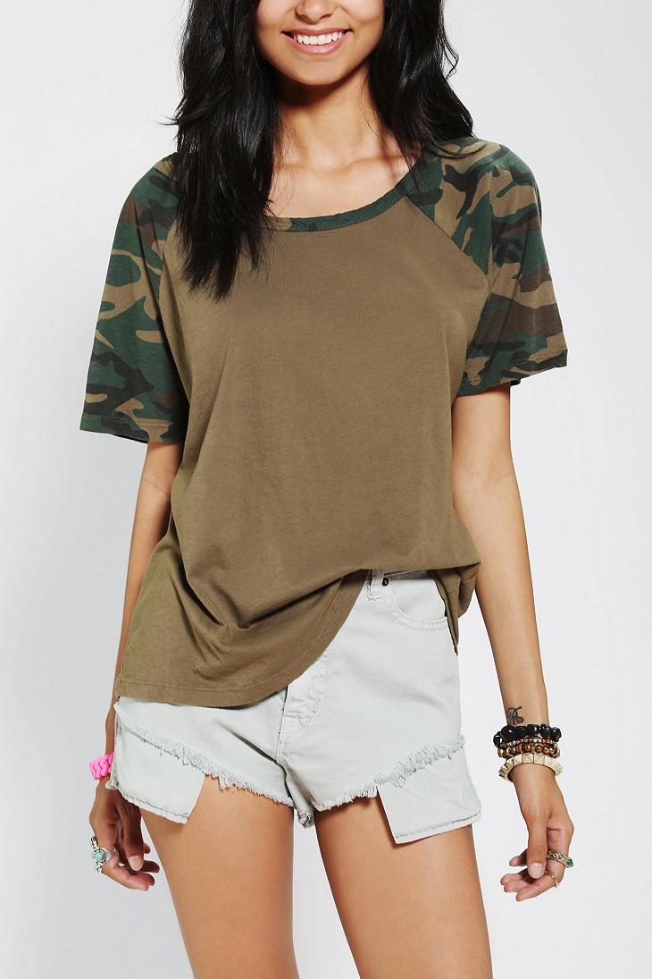Camouflage-Scoop-Neck-Raglan-Tshirt